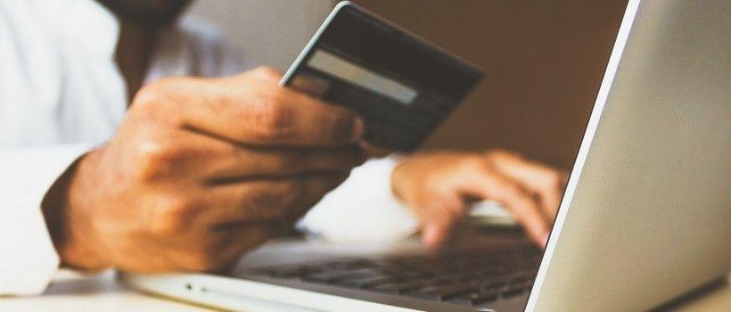 Visuel shopping sur internet à la une